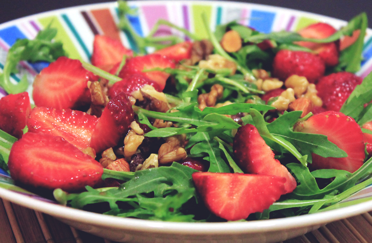 Fresh Arugula Salad with Strawberries and Nuts