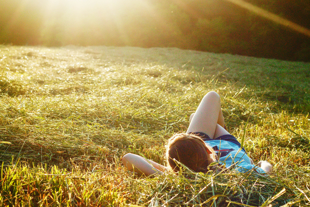 """Nature Therapy: What is """"Earthing""""?"""