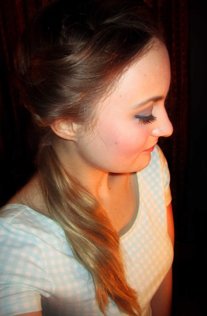 Pin-Up Ponytail Hairstyle Tutorial