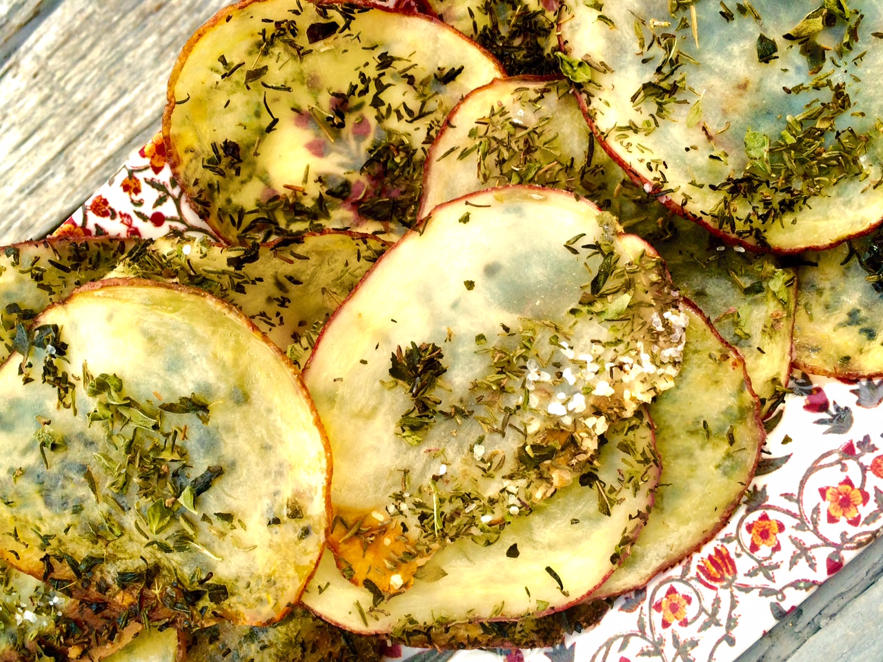 Healthy Snacks: Thyme Oregano Homemade Potato Chips