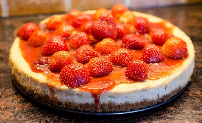 Vegan Cake Recipes: Raw Vegan Strawberry Cheesecake