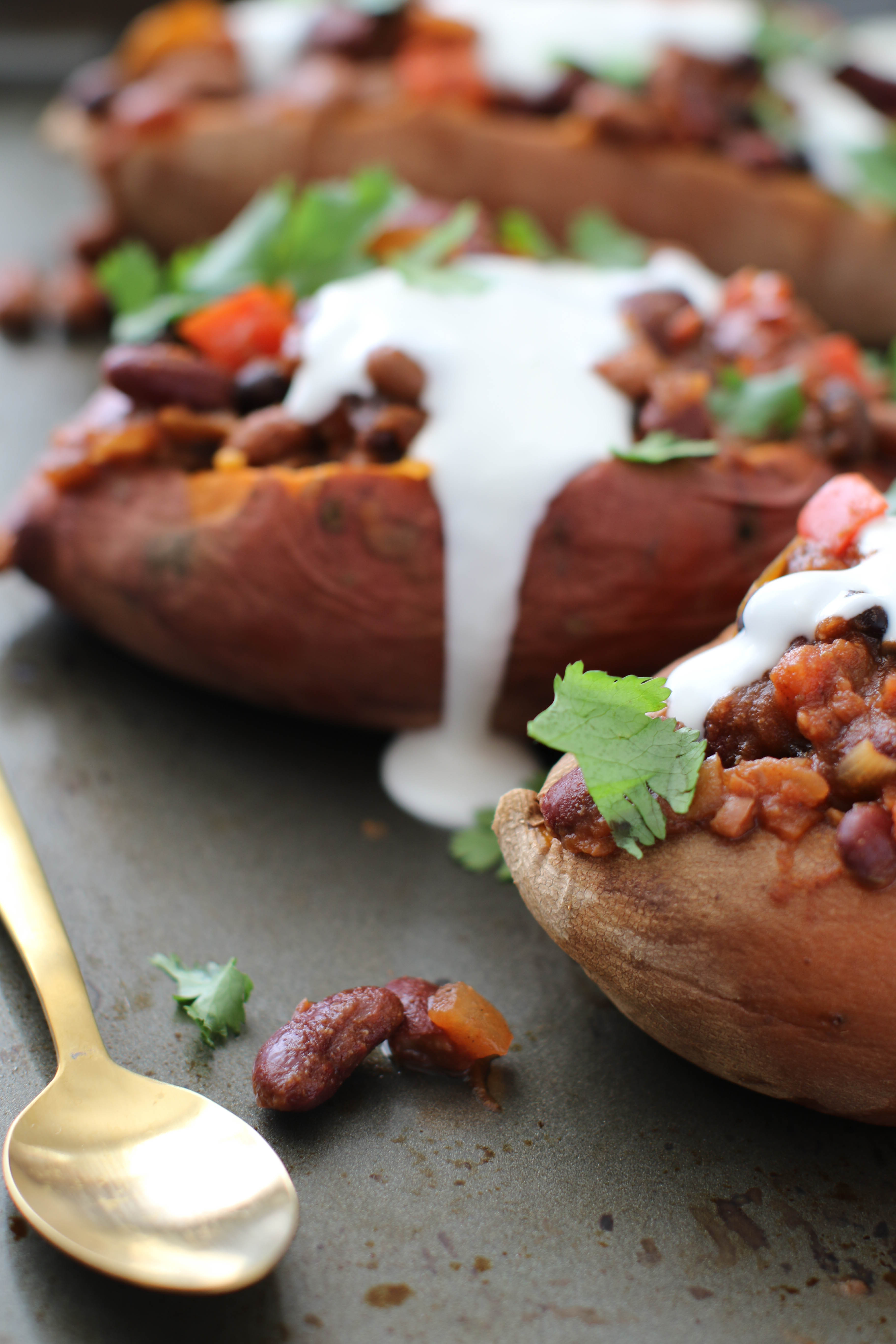 Healthy Dinner: Chili Stuffed Sweet Potatoes