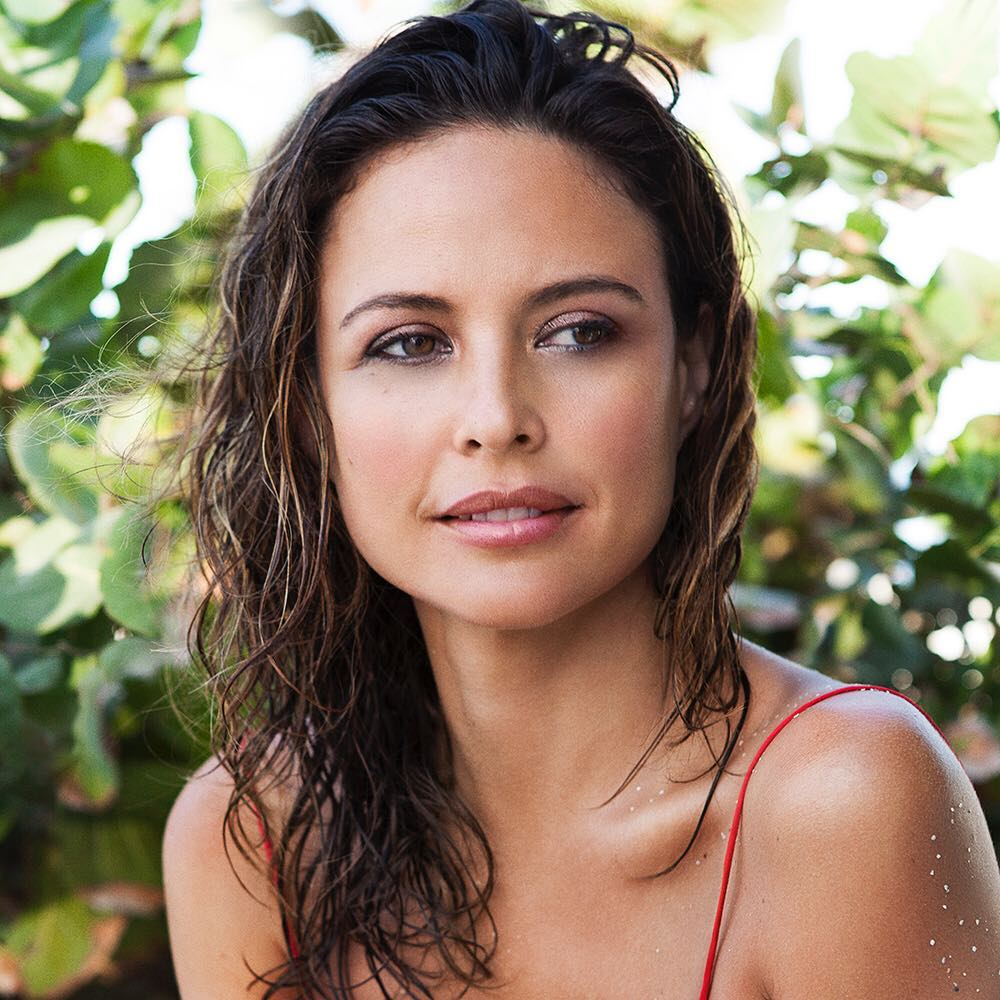 Natural Beauty Goddess Josie Maran's Philosophy On Aging Is Like A Warm Embrace