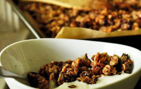 Vegan Breakfast Recipes: Chocolate Cinnamon Granola