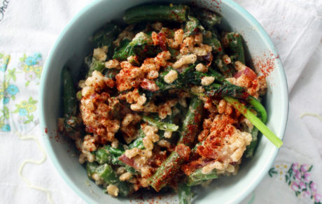 Creamy Farro Bowl With Spinach, Green Beans & Garlic Tahini Sauce
