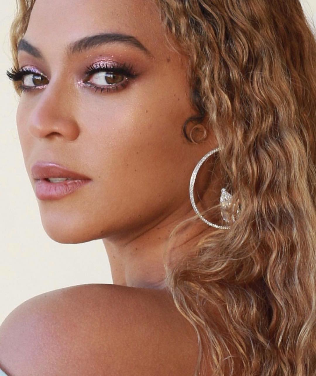 This Trendy Skincare Tool Helps Beyonce Look Radiant Before Performing