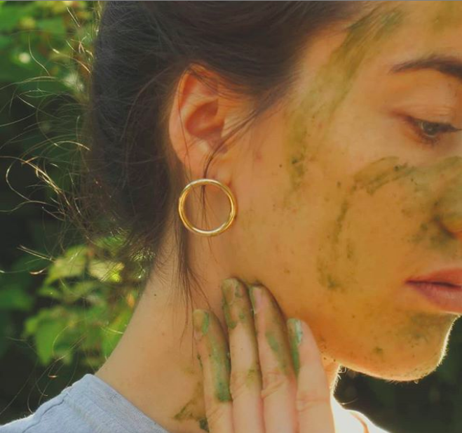 This DIY Magic Matcha Face Mask Calms Inflammation & Leaves You Incredibly Radiant