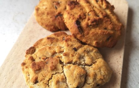 Simple Allergen- & Refined Sugar-Free Vegan Chocolate Chip Cookies