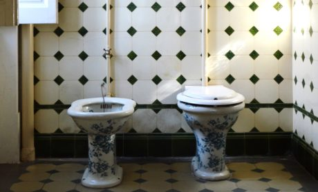 I Gave Up Toilet Paper & Installed A Bidet. What Going Zero-Waste Bathroom Is Like
